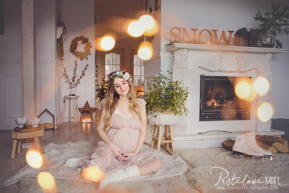 sesja ciążowa przy kominku