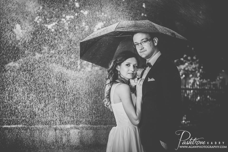 plener ślubny deszcz