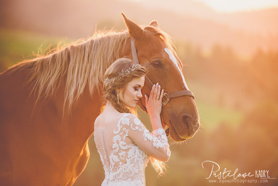 panna młoda i koń